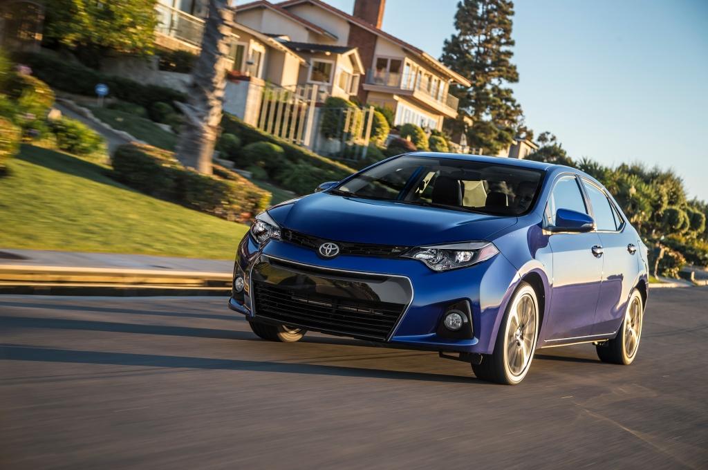 USAs fjerdemest solgte bil er Toyota Corolla. Den slår marginalt Toyota Camry men begge de japanske personbiler er laaaangt efter de store pick-ups.