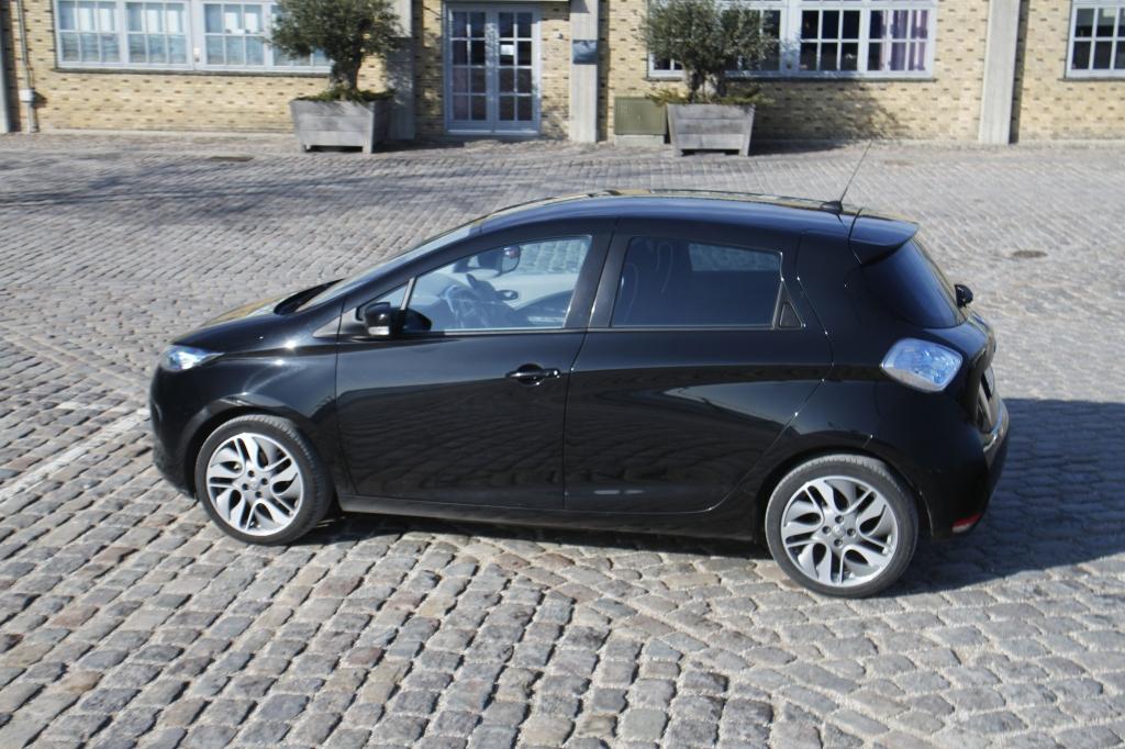 Den lile Renault er elegant, kompakt og perfekt i byen. Men også med en rækkevidde til mere end bare bykørsel.