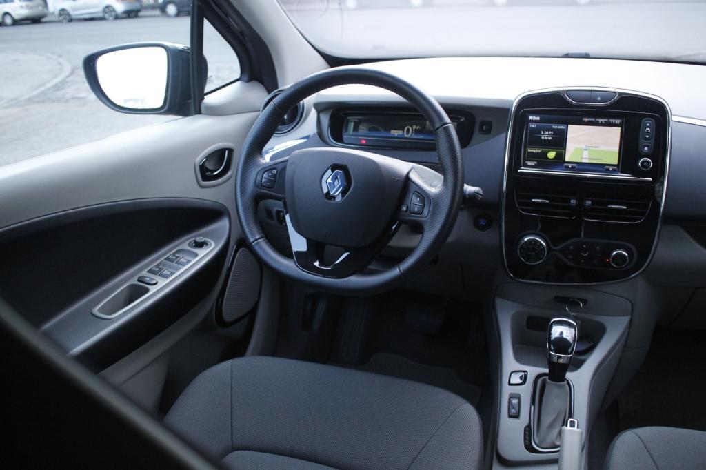 Anderledes uden at være outreret. Renault Zoe finder både inde og ude den perfekte balance mellem det traditionelle og det nyskabende.