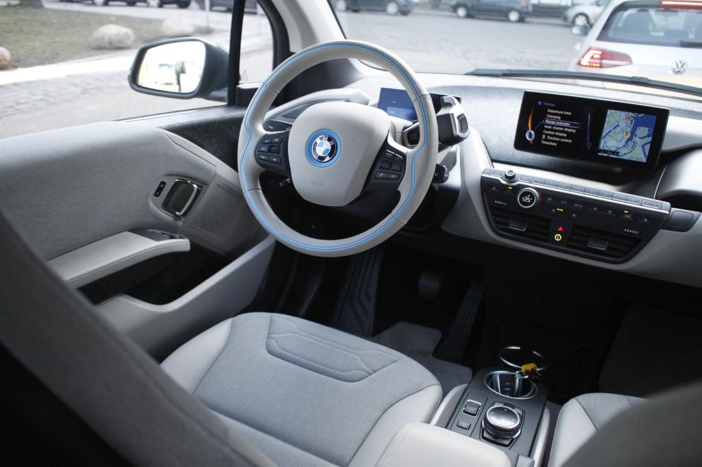 BMW i3REX leverer BMWs klassiske premiumfornemmelse i kabinen, og det touch af kvalitet, er med til at gøre den til en vinder.