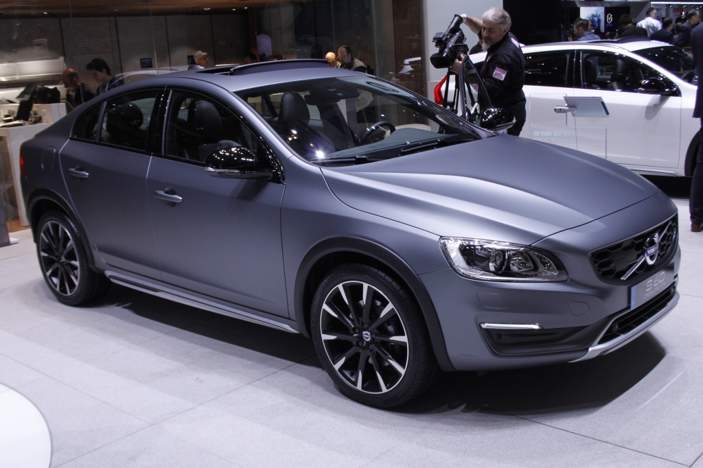 ÅRETS MÆRKVÆRDIGHED: Volvo S60 Cross Country - en højbenet sedan - oohhhh but why?