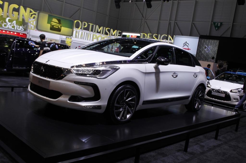 ÅRETS FORVANDLINGSNUMMER: Citroën DS bliver slet og ret til DS - her med den faceliftede DS5.