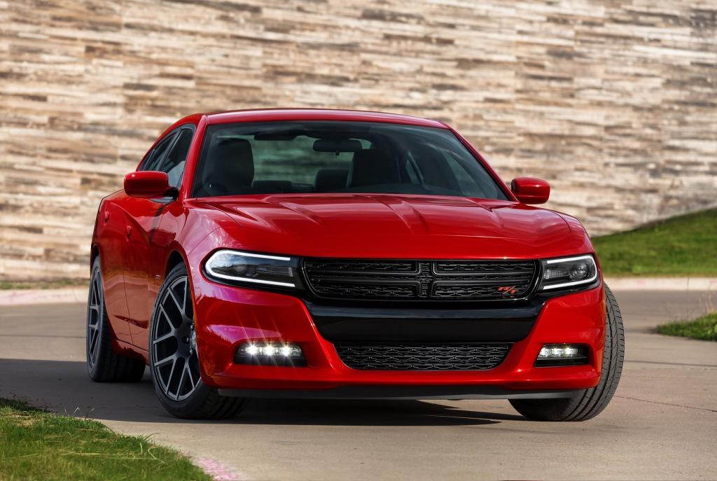 Dodge Charger er definitionen på en bad ass sedan. Politiet i USA kører i dem, og tro mig, de aftvinger markant mere respekt end en dieseldrevet Passat.