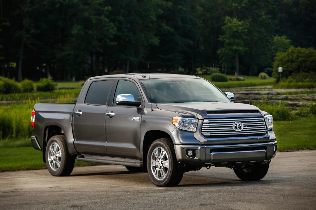 Den store Toyota froster en del købere, men teknisk mangler den efterhånden lidt til at kunne matche amerikanerne.