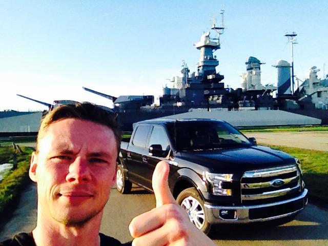 Stor er godt. Slagskibet North Carolina er et af de største slagskibe verdenshavene har set, og det var med til at vinde Anden Verdenskrig for USA.  Tænk stort er fællesnævneren for både min truck, skibet og wrightbrødrenes drømme om at flyve...
