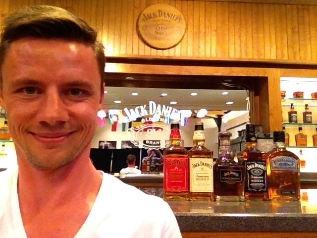 En uge er gået af den to-ugers tur ind i amerikanernes folkesjæl, og jeg er opløftet og fascineret. Her ekstra opløftet ovenpå en prøvesmagning på Jack Daniels distilleri i Tennessee.