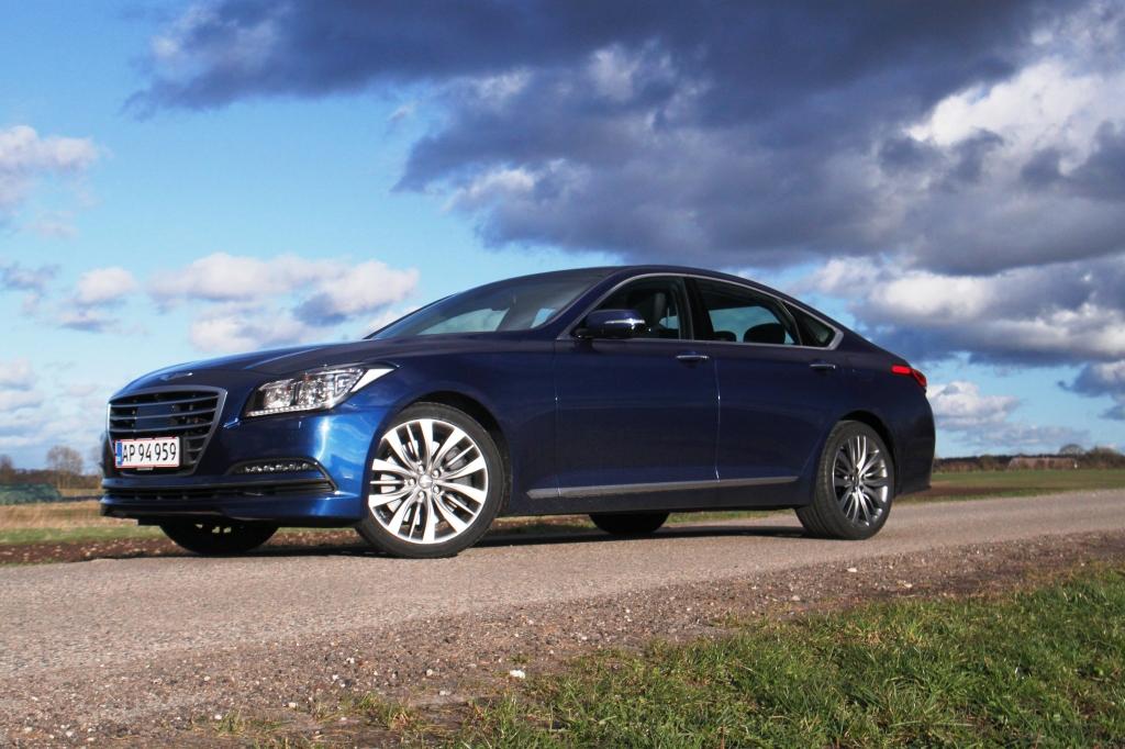 Elegant og coupe-agtig i sit snit. Det er svært at klandrer Hyundai på designfronten...