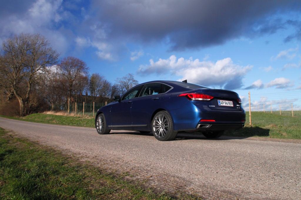 Jeg er begejstret for Hyundai Genesis. Smuk, velkørende og veludstyret. Men Hyundai-navnet kan endnu ikke bære en model til over 1 mio. kr.