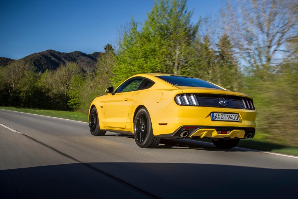 """Måske den er liiiige skrap nok i gul med sorte fælge. På den anden side. Ford Mustang er en """"badass"""" bil, og så må man i min bog gerne gå """"all in"""" på attituden."""