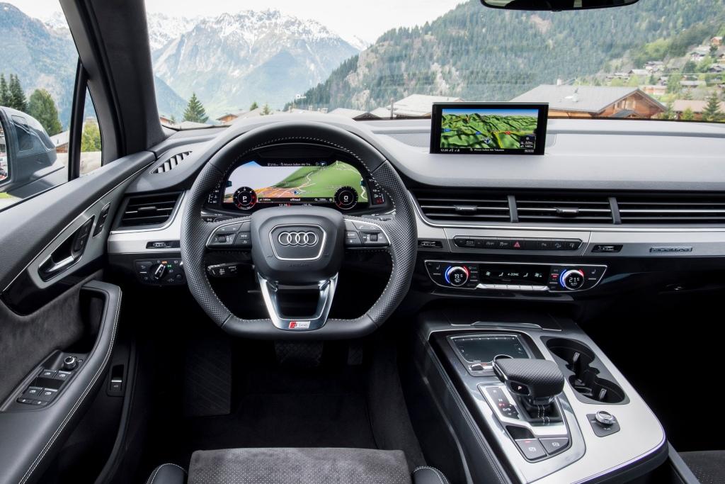 Kabinen er tæt på at være den teknisk mest imponerende på markedet lige nu. Q7 disker op med flere assistentsystemer, end nogen anden bil, og det er imponerende.