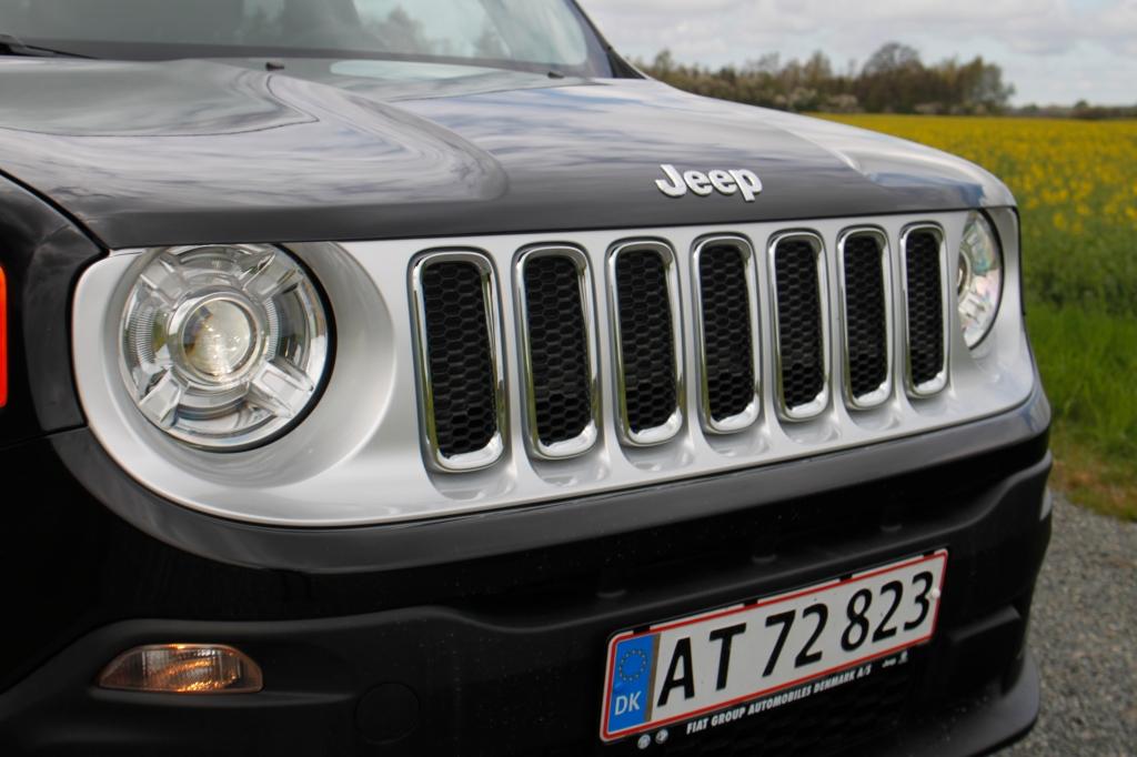 Fronten efterlader ingen tvivl: Den nye Jeep Renegade ER en Jeep, og resten af bilen lever også op til mærkets historiske arv.