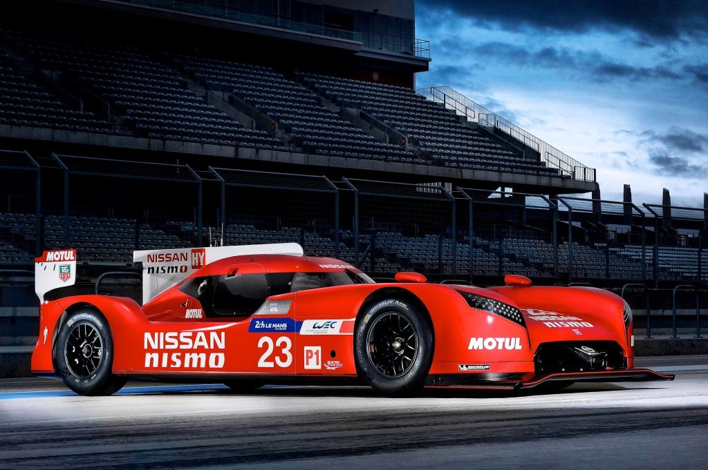 d Nissan GT-R LM NISMO   W Endurance Championshand Le Mans 24 Hours