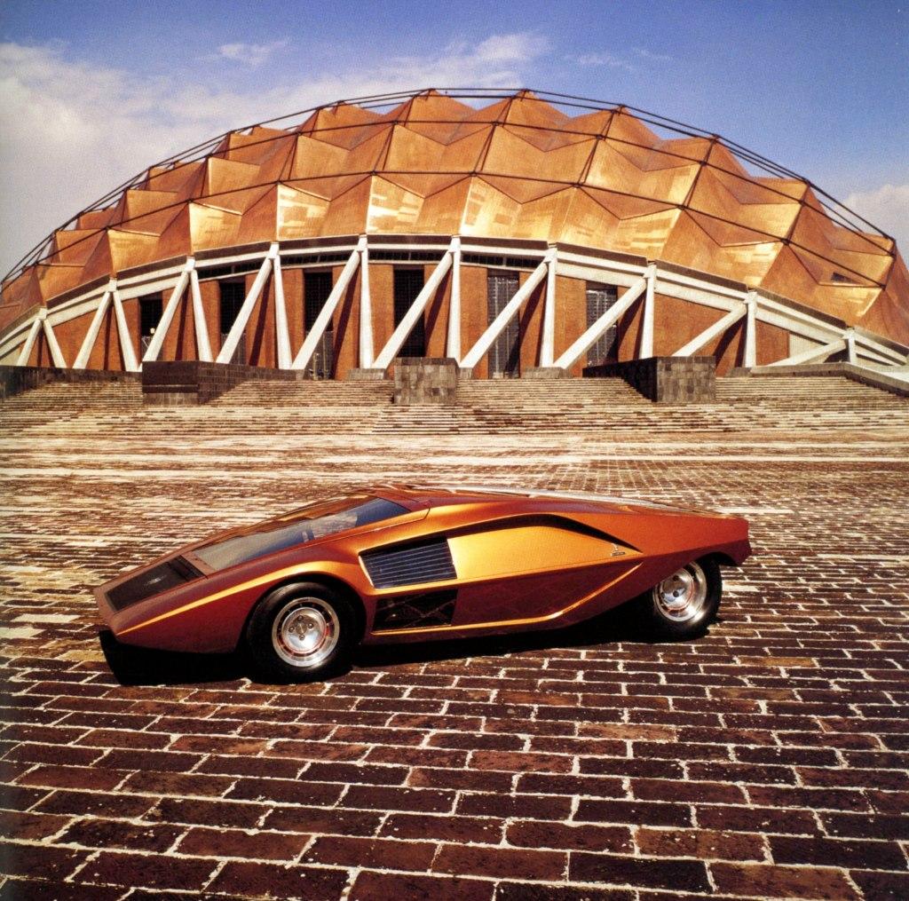 Her er designhuset Bertone gået helt amok, og skabt en kompromisløs konceptbil i den karakteristiske kileform. Den blev senere til den rallyvindende Lancia Stratos - men med markant mere jordnære former.