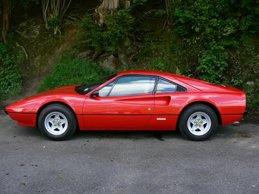En klassisk Ferrari er stort set ALTID en god investering. Men du skal finde dem der er billige lige nu, og det er straks sværrer. (PR-foto - ikke testbilen)