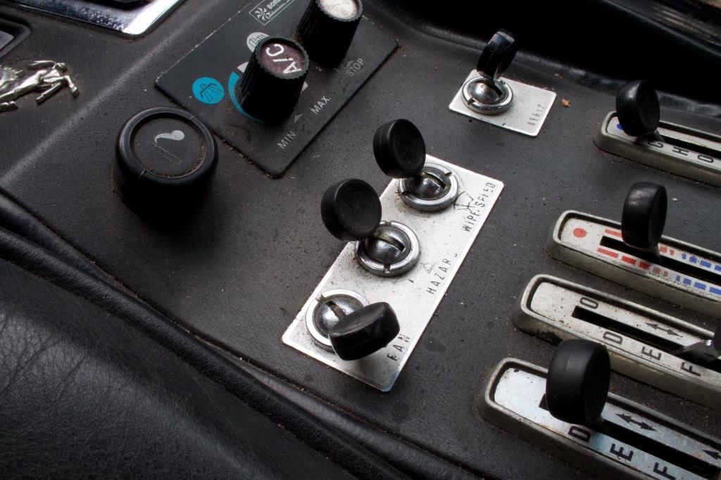 Kabinen har patina men der er noget udefinerbart tjekket over klassisk analog 70er-teknik