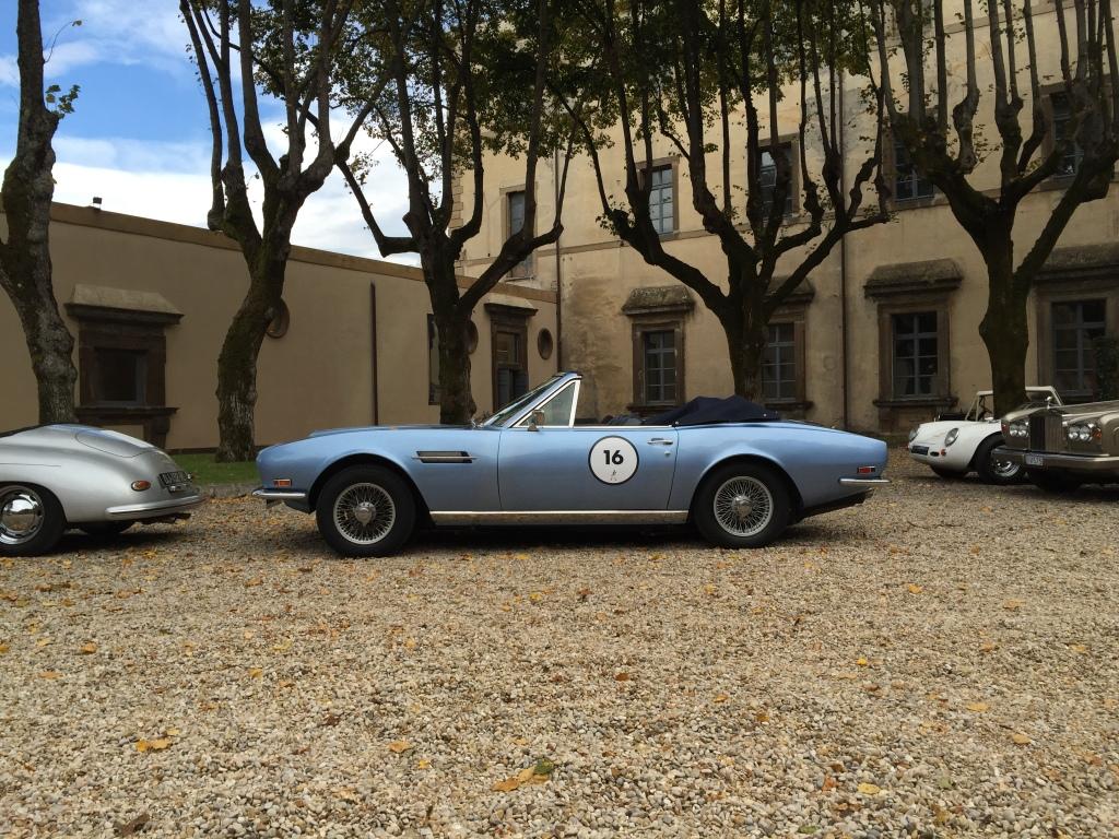 Aston Martin DBS fra 1968 med V8 maskine og 325 hk.