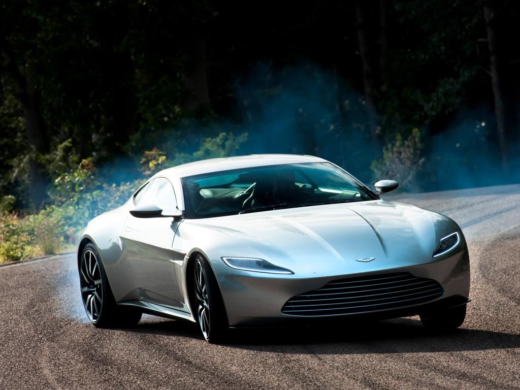 James Bonds firmabil hedder fortiden DB10. Den er kun fremstillet i 10 eksemklar og eet af dem var på lynvisit i København.