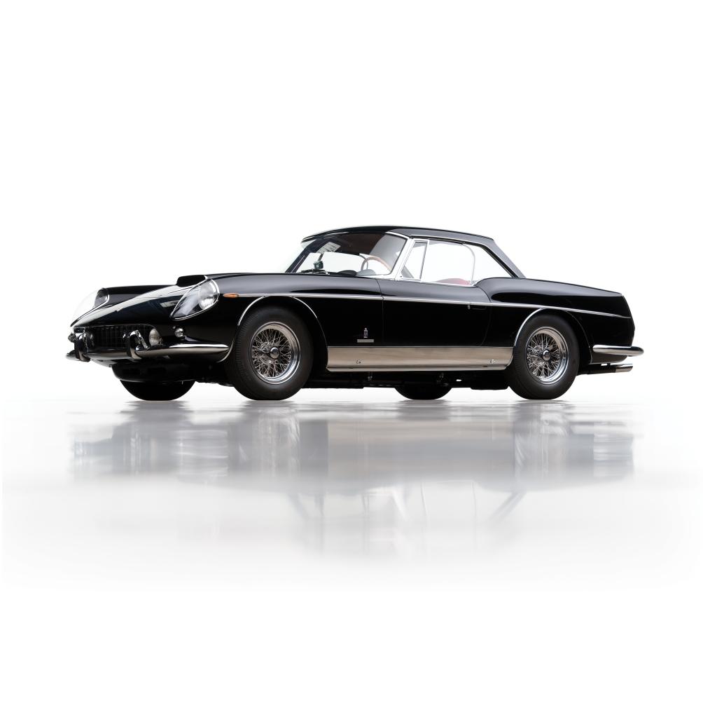 Typisk eksempel på et Pininfarinadesign i grænselandet mellem kunst og industriprodukt. En åben Ferrari 400 Superamerica fra 1962.