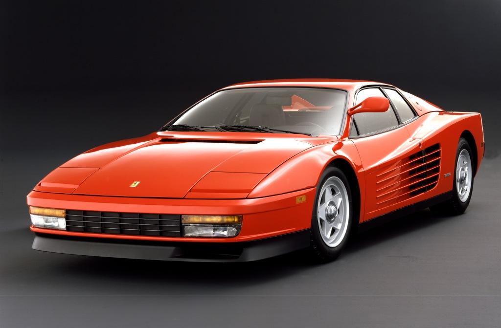 Ferrari Testarossa blev præsenteret i 1984 på biludstillingen i Paris. Den er så cool at jeg næsten fryser bare ved at se billedet. Igen et pletskud fra Pininfarina.