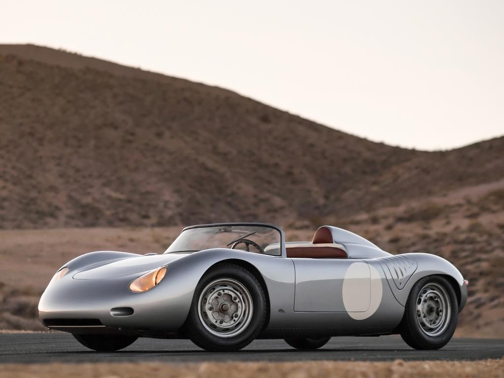 718 havde en 1,5 liters 4-cylindret motor, og det gik jo meget godt med flere Europæiske Hill Climb mesterskaber på CV'et.