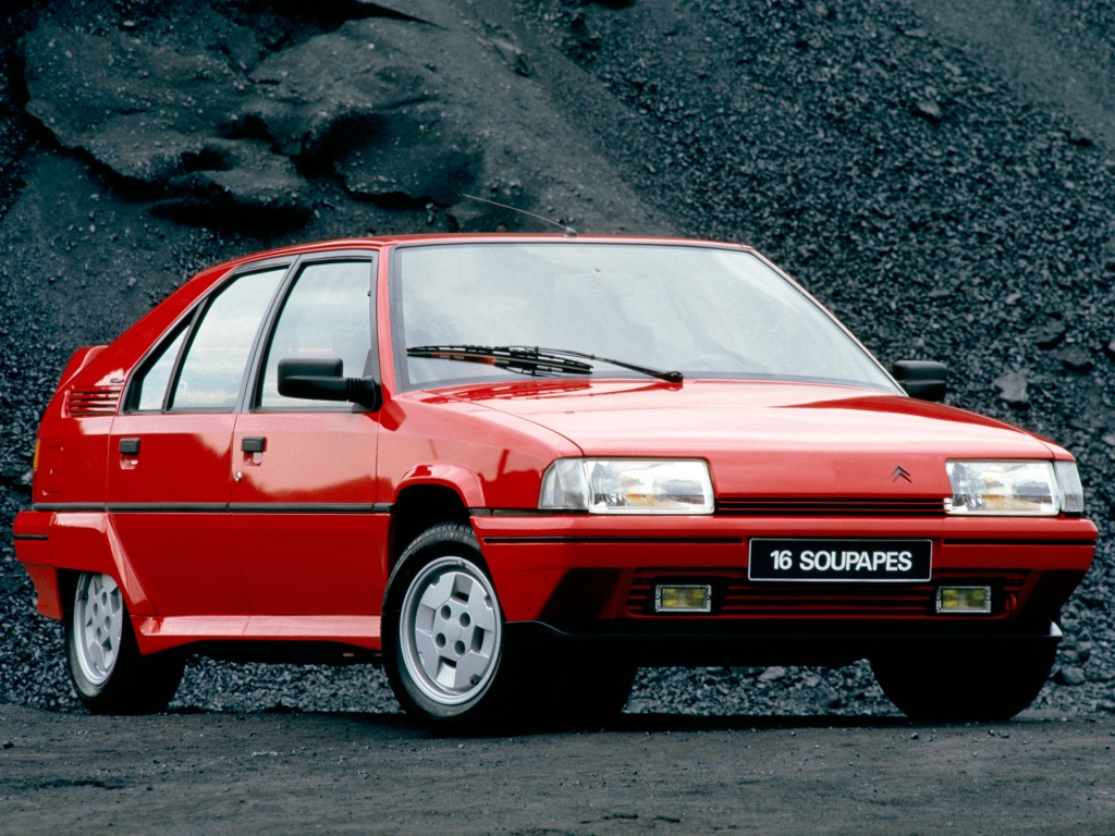 Sådan ser en bil ud, hvis designerne får nok med rødvin og frie tøjler til at lade konventioner være konventioner. Et 80'er ikon med klassikerpotentiale.