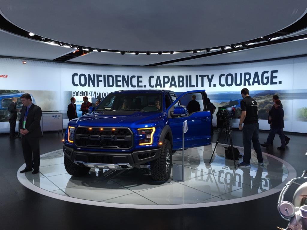 Fords superoffroader lander hos forhandlerne i USA i løbet af 2016.