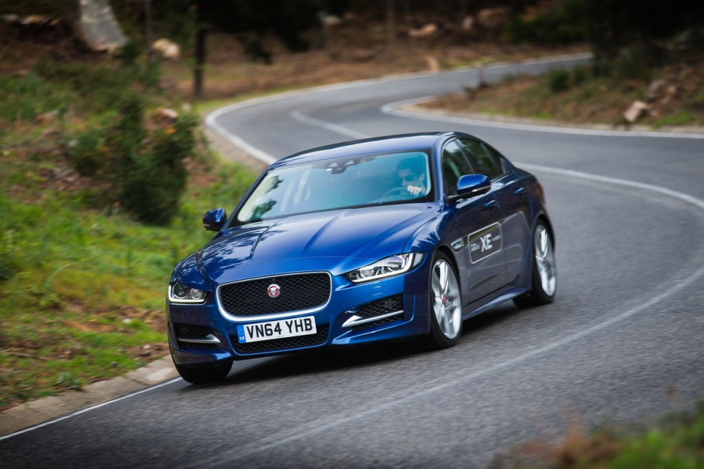 Jaguar XE Pure med 163 dieselheste og manuelt gear kan blive din for 5.500 kr. om måneden. Det er BILLIGT!