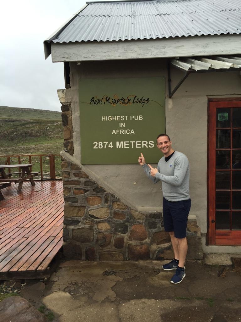 Min rejsemakker Thomas Wulff på toppen af Sani Pass.