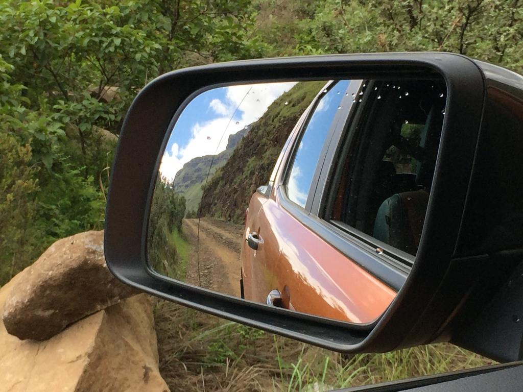 Grusvej så lange øjet rækker. Velkommen til Kwa-Zulu Natals udfordrende b-veje.