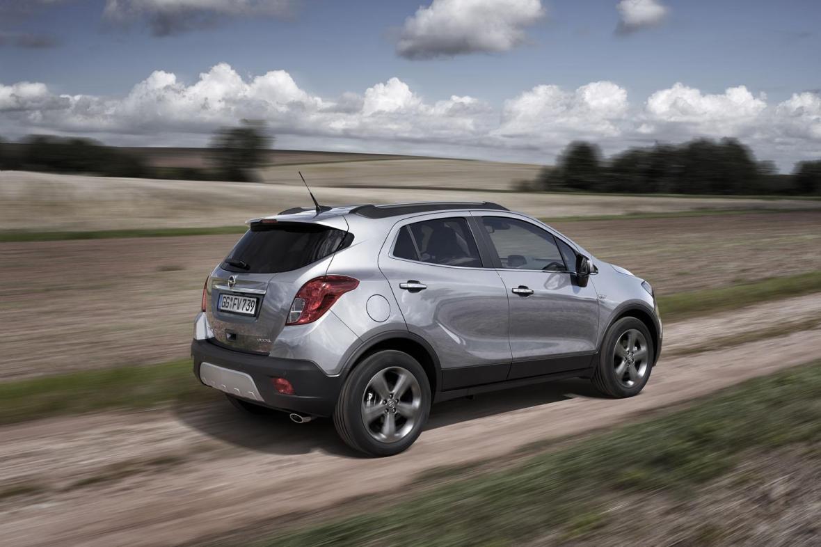 Den ansigtsløftede Mokka lander sidst på året, og skal helst løfte Opels salg endnu mere i SUV-segmentet.