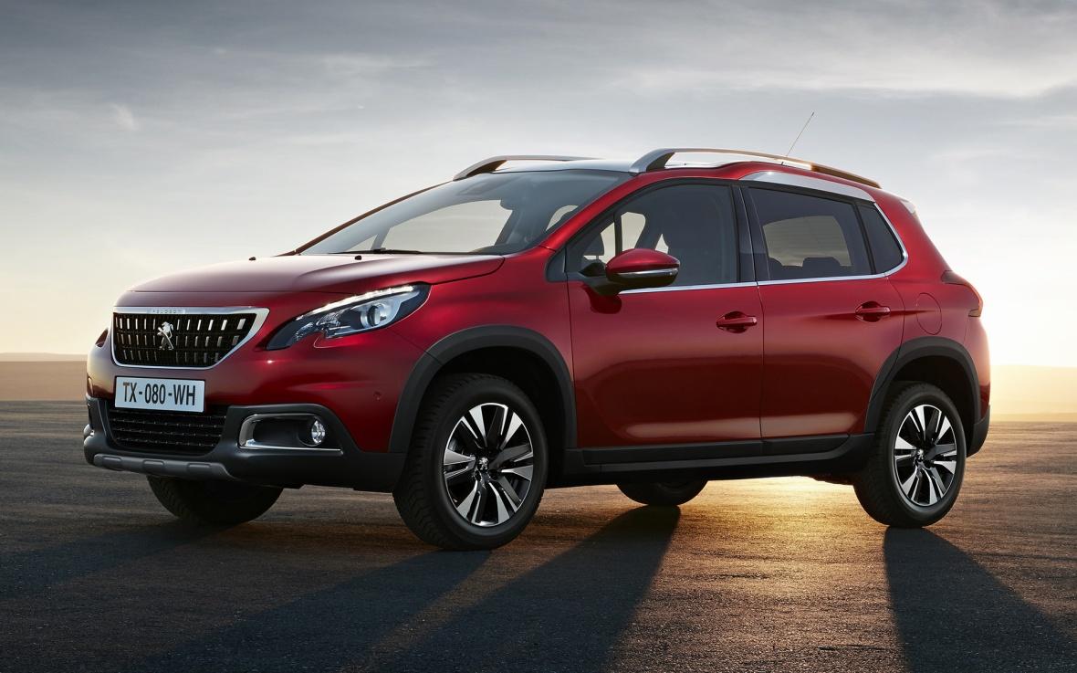 Peugeots lille crossover har fået mere kant i den faceliftede udgave, der lander midt på året. Et grovere kølergitter har givet den en mindre elegant men markant mere rå stil. Det klæder 2008.
