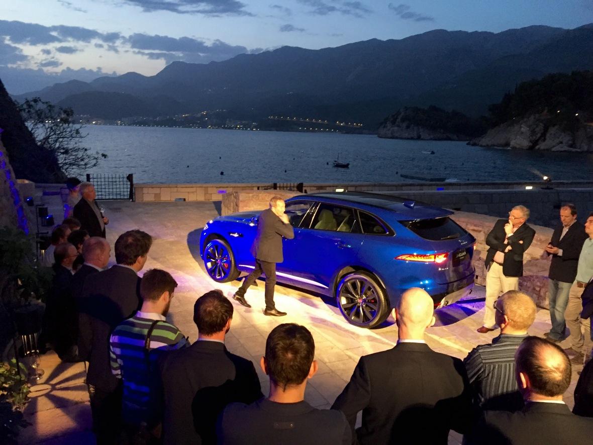 En af Jaguars ledende designere understreger hvorledes F-Pace proportionsmæssigt ligner en klassisk Jaguar. Og ser vi bort fra frihøjden, så har han ret.
