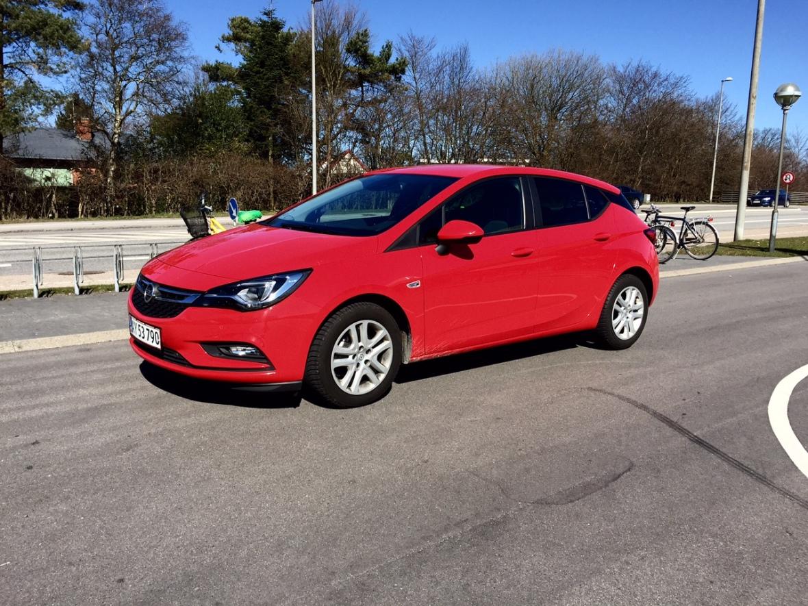 Formerne er lette og dynamiske, og de matcher bilens karakter. Læg dertil en fremragende pris, fabelagtig motor og fristende ekstraudstyr, og Opel Astra vinder testen sikkert.