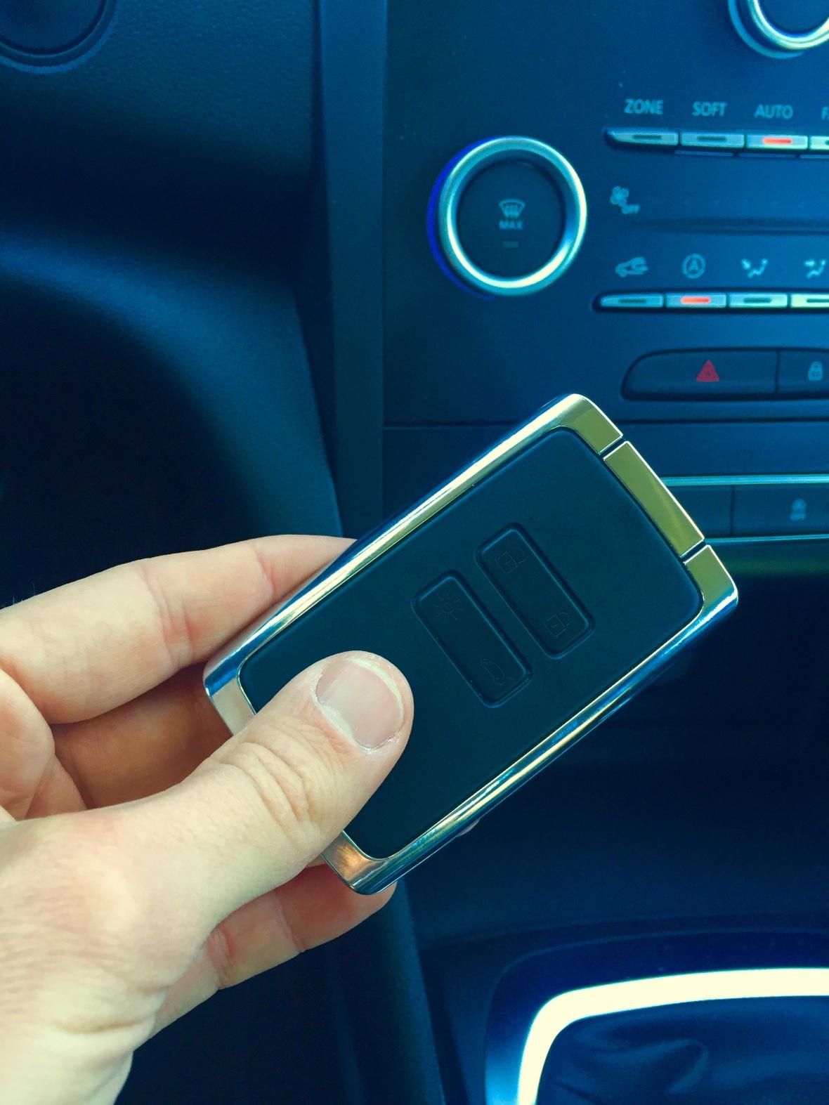 Tager I pis på mig? Hvorfor skal Renaults nøgle være dobbelt så stor og klodset, som konkurrenternes?