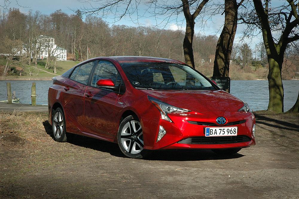 Toyota Prius er netop landet i en helt ny udgave, som jeg selv skal teste om føje tid. Men hvordan klare hybriderne sig i hænderne på almindelige bilister?