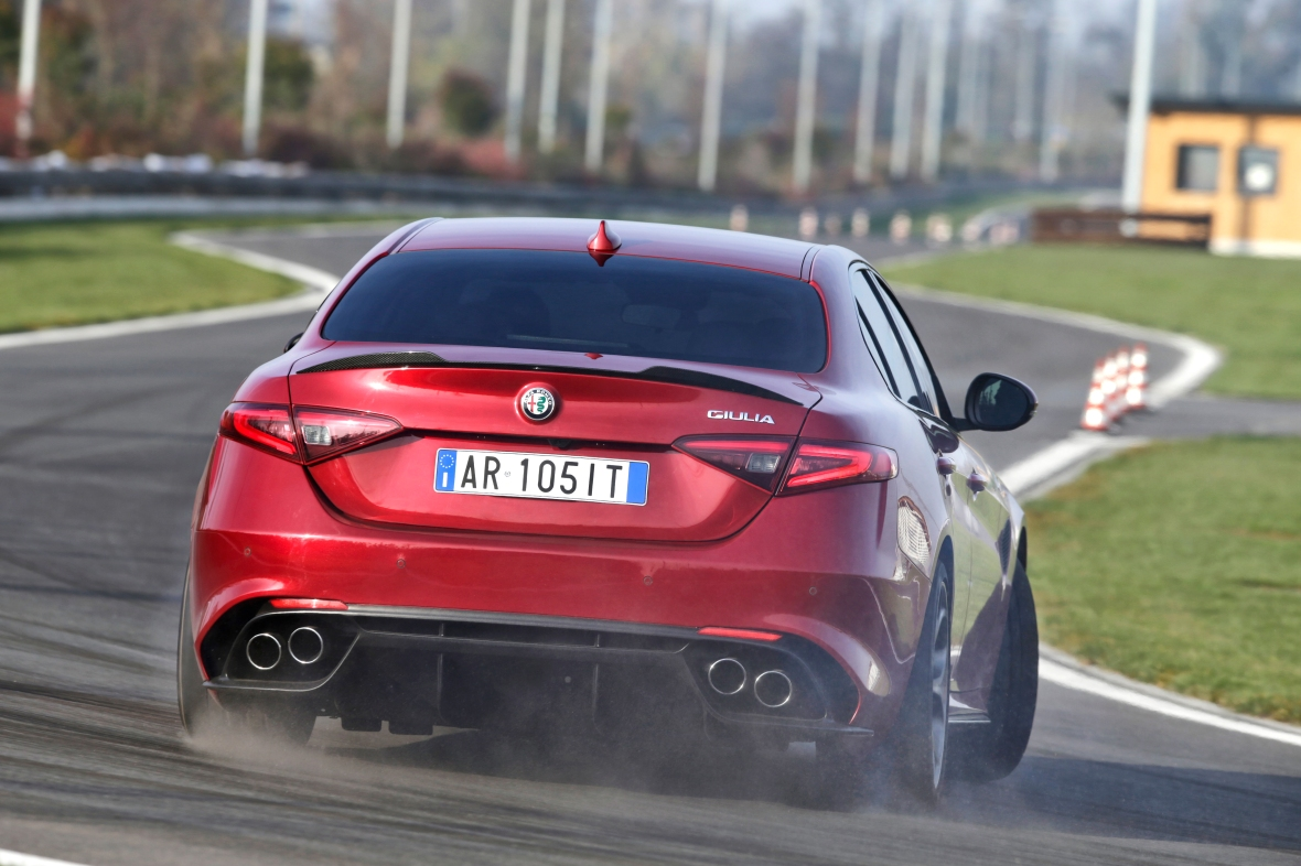 På Alfa Romeos testbane får Giulia Q lov til at lege frit med alle sine 510 hk.