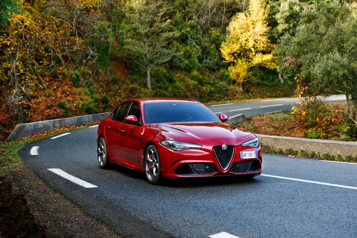 Alfa Romeo Giulia Q er den mest potente i Giulia-familien med 510 hk og en topfart på 307 km/t. Det kan man godt kalde at sparke døren ind til D-segmentet med maner.