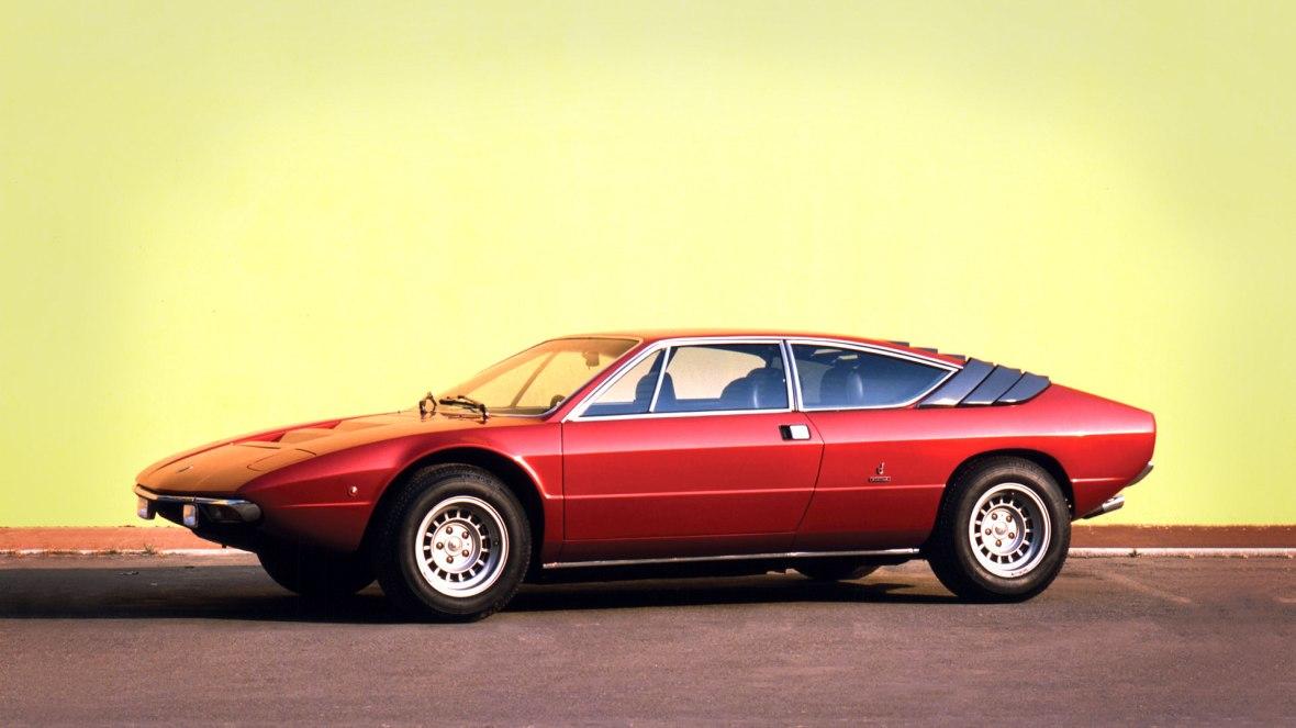 2+2 Coupe med V8-centermotor. Det holder. Lamborghini Urraco er langt mere strømlinet og elegant end storebror Countach, på den anden side, så mangler den måske lidt her-kommer-jeg-attitude.