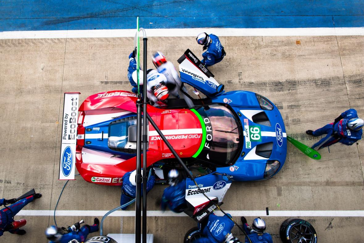 Ford GT på Silverstone. Her blev det til en 4. plads. Den vil amerikanerne forsøge at veksle til en 1. plads i weekendens Le Mans, og jeg vi være på sidelinjen og følge slagets gang.