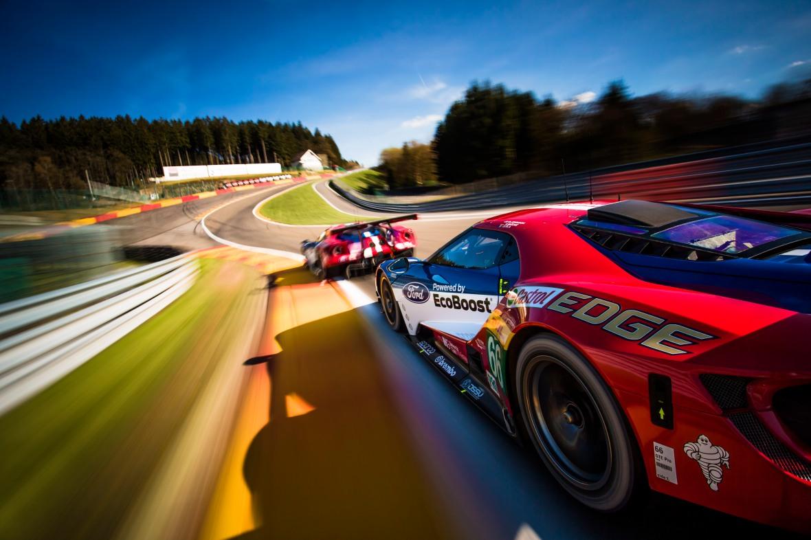 Ford stiller med fire GT'ere, og de skal forsøge at slå Jan Magnussen i Corvette, Nicki Thiim og Marco Sørensen i Aston Martin og Michael Christensen i Porsche. Og nå ja – så skal de også slå de alsejrende Ferrari 488. Det er ikke let at finde ud af hvem man som bilbegejstret dansker skal holde med.