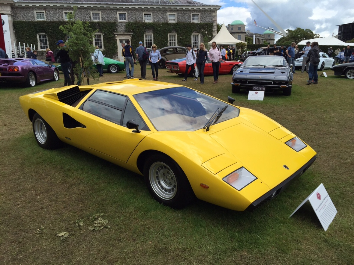 Den klassiske Lamborghini her i skrigende gul og i det rene originale design – uden alle plastikspoilerne...