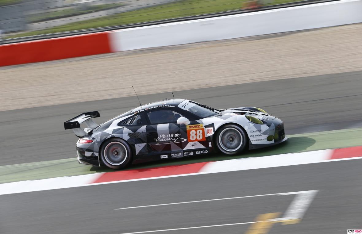 Sidste års Porsche 911 RSR racer ligner stort set bilen i GTE Pro klassen, men kører ikke helt lige så hurtigt.