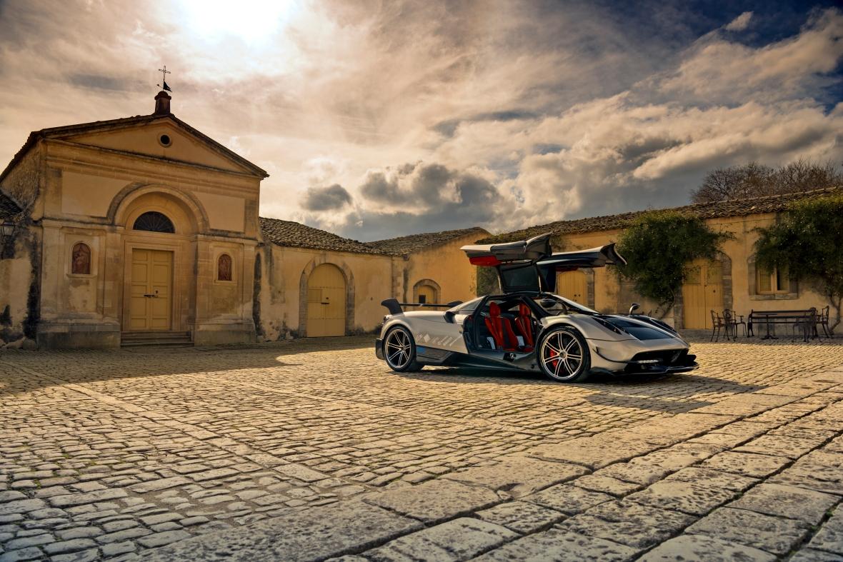Italiens luksus og tysk V12 power. WOW