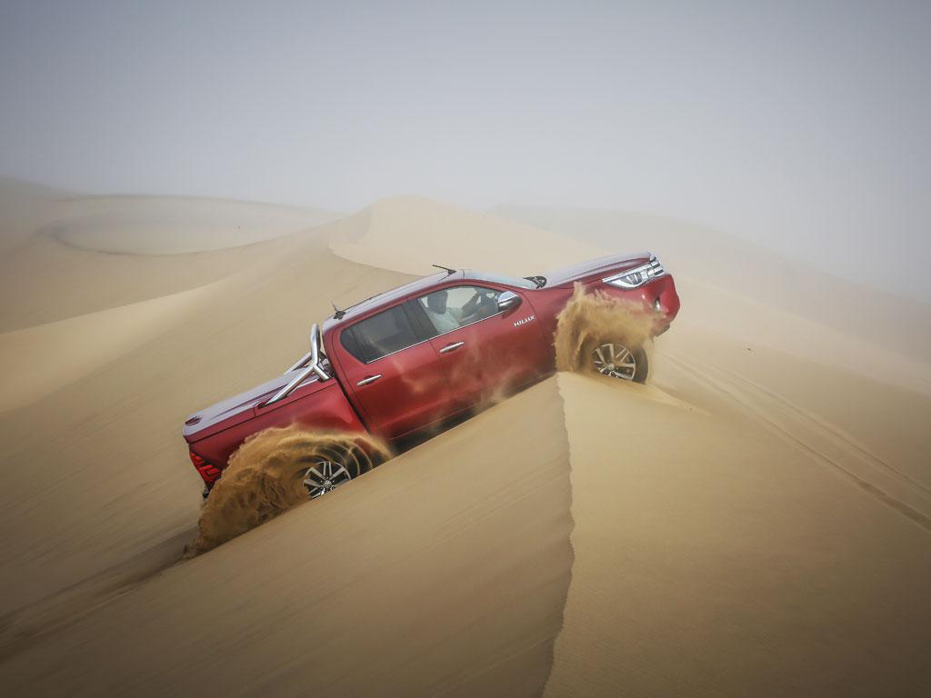 På vej over en af de sindsyge klitter på Dune 7.