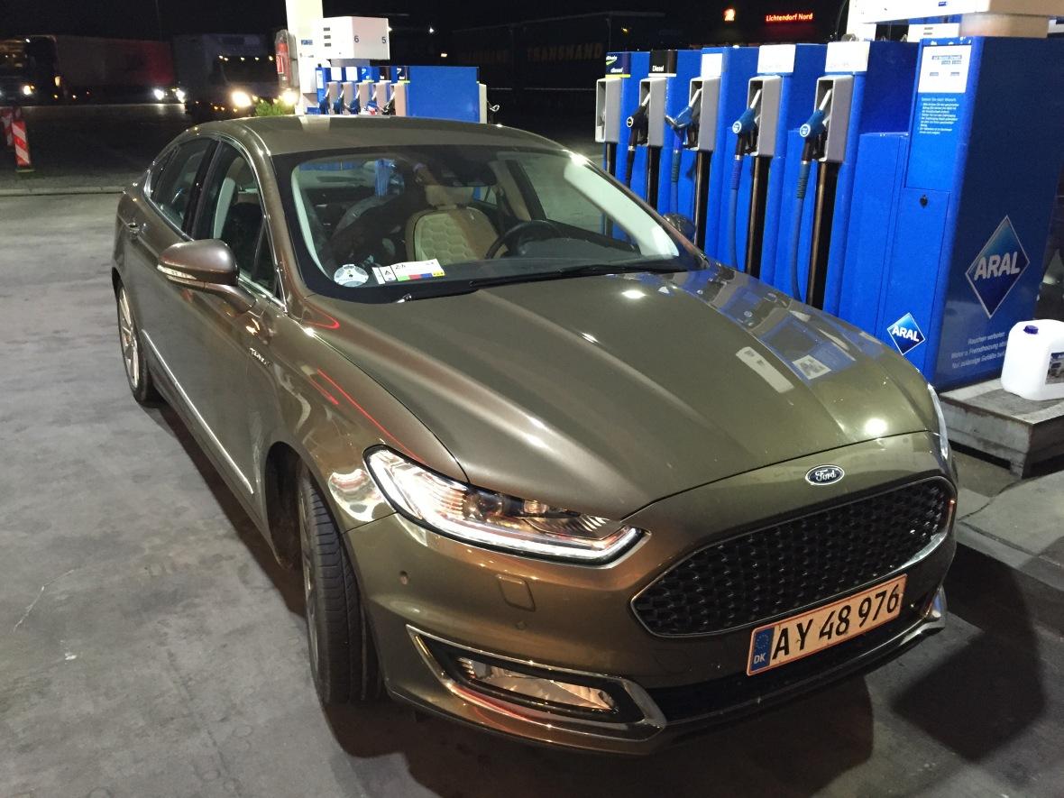 Ford Mondeo Vignale fanget på en tankstation på Autobahn på vej hjem fra Le Mans.