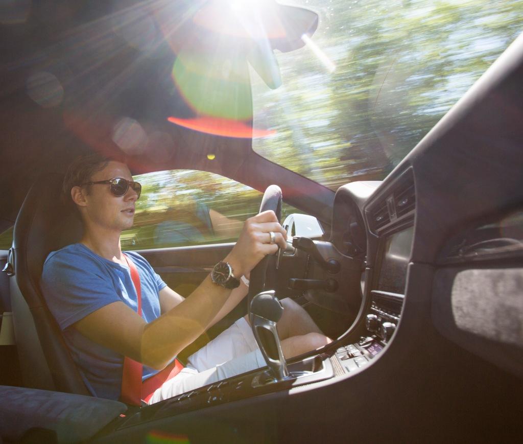Billeder kan sælge en drøm. Men levende billeder kan fortælle historien om hvordan det reelt forholder sig – som her hvor jeg kører en Porsche 911 GT3. Ville du ikke godt have haft en video af det?