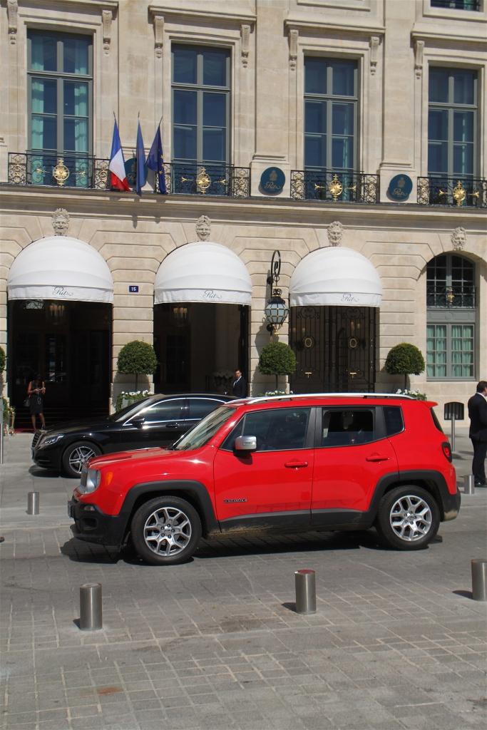 Hotel Ritz i Paris blev 'befriet' af Ernst Hemmingway i august 1944 – og han var naturligvis kørende i en Jeep.