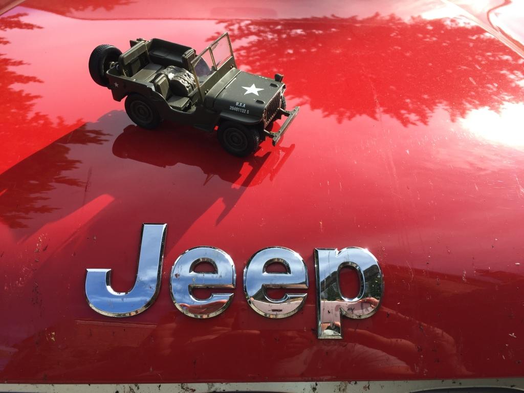 Det startede med en lille militærbil og i dag har Jeep fire modeller påŒ programmet – fra den super luksuriøse Grand Cherokee over den grovkornede Wrangler til den nye mini-Jeep med efternavnet Renegade.