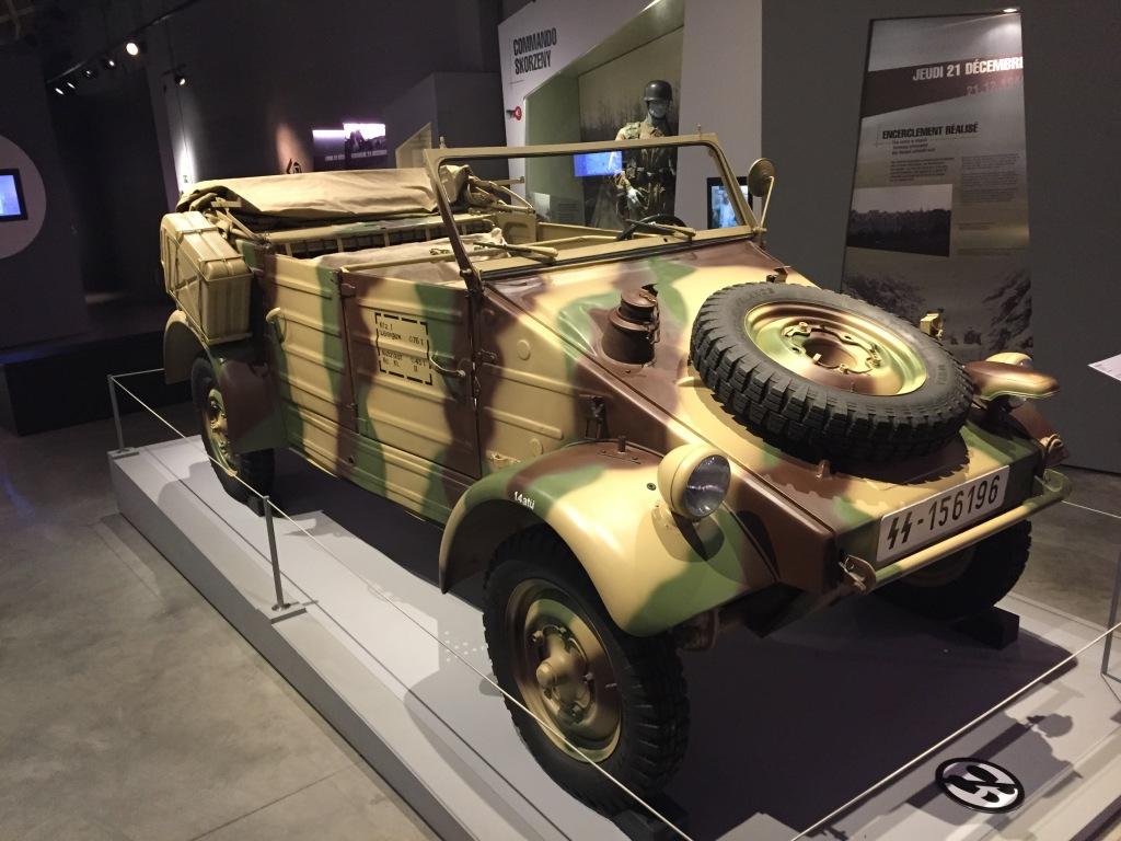 Den tyske pendant til Jeep'en var den hækmotoriserede KŸubelwagen, der blev designet af Ferdinand Porsche og delte platform med Bobblen. Den blev kun produceret i 50.000 enheder fra 1940 til 1945, og manglede Jeep'ens firehjulstræk.