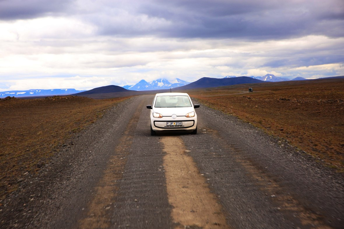 Island minder om en stor kulisse til Ringens Herre, og den urbane Up virker konstant ude af sit element.